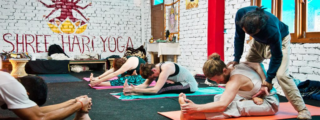 ashtanga yoga class in bhagsu 300hr yttc in india